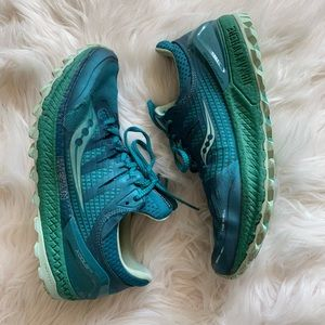 Awesome teal Saucony sneakers